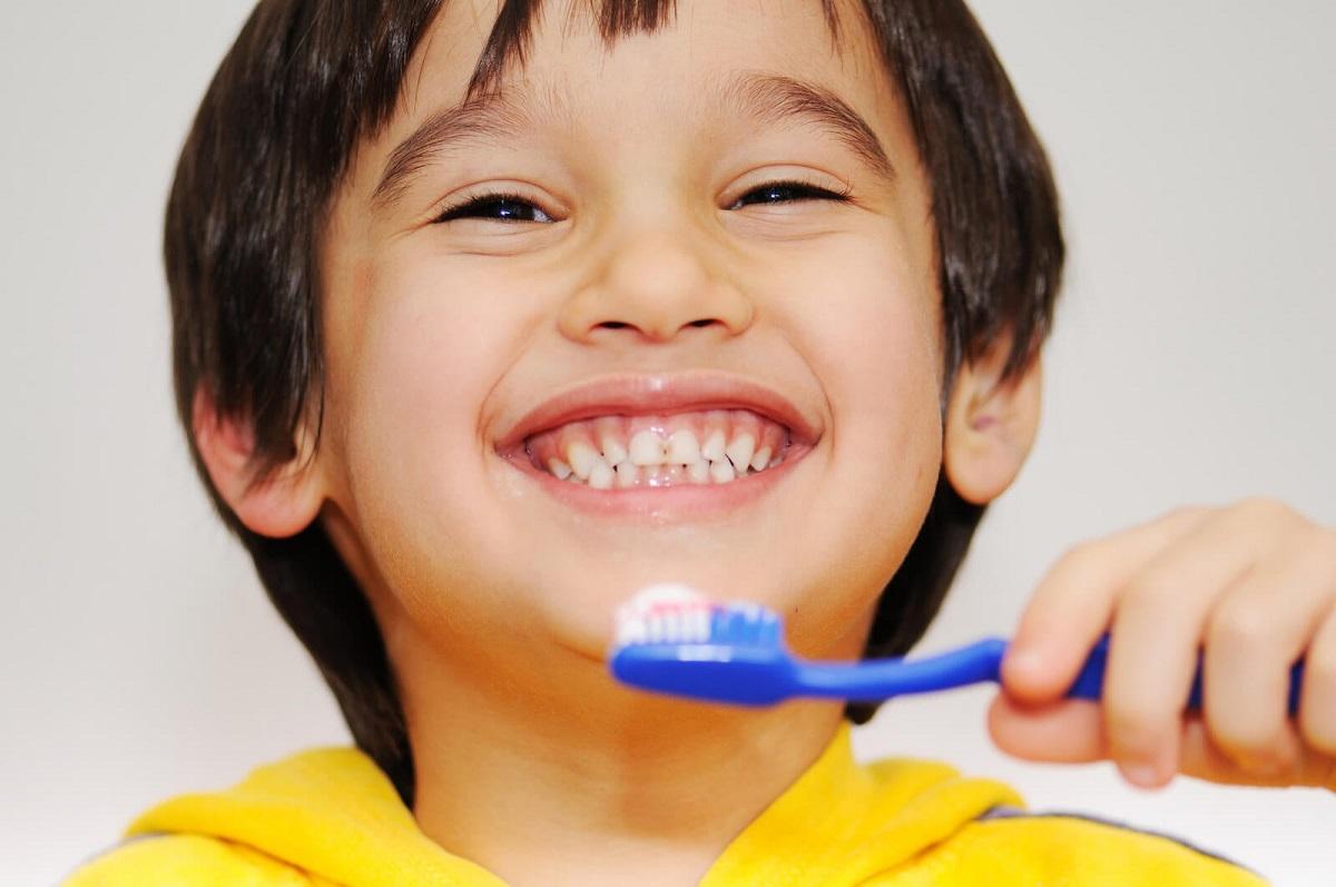 Comment choisir la bonne brosse à dents pour votre enfant